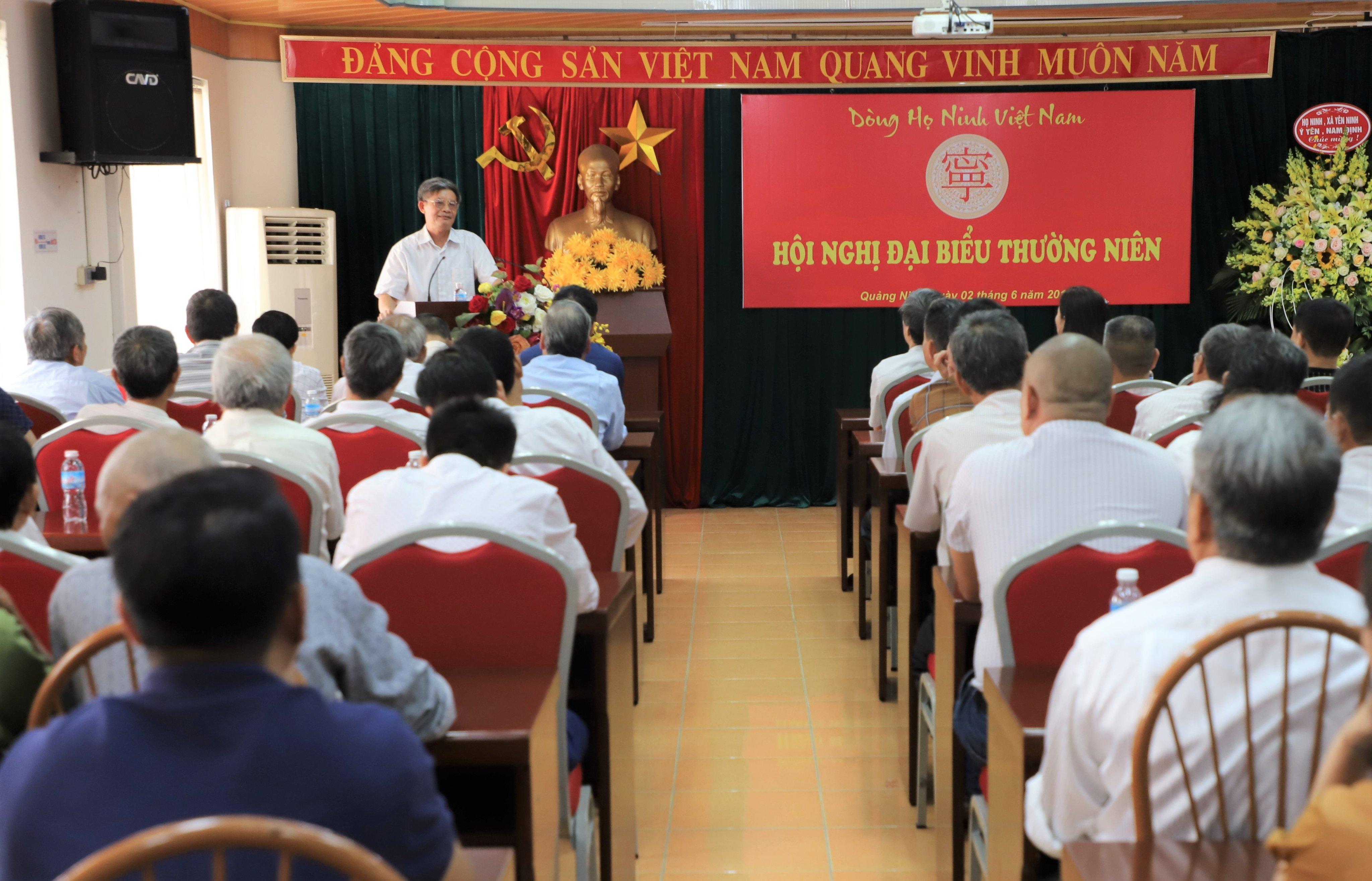 Ông Ninh Quốc Đạt, phát biểu tham luận tại đại hội