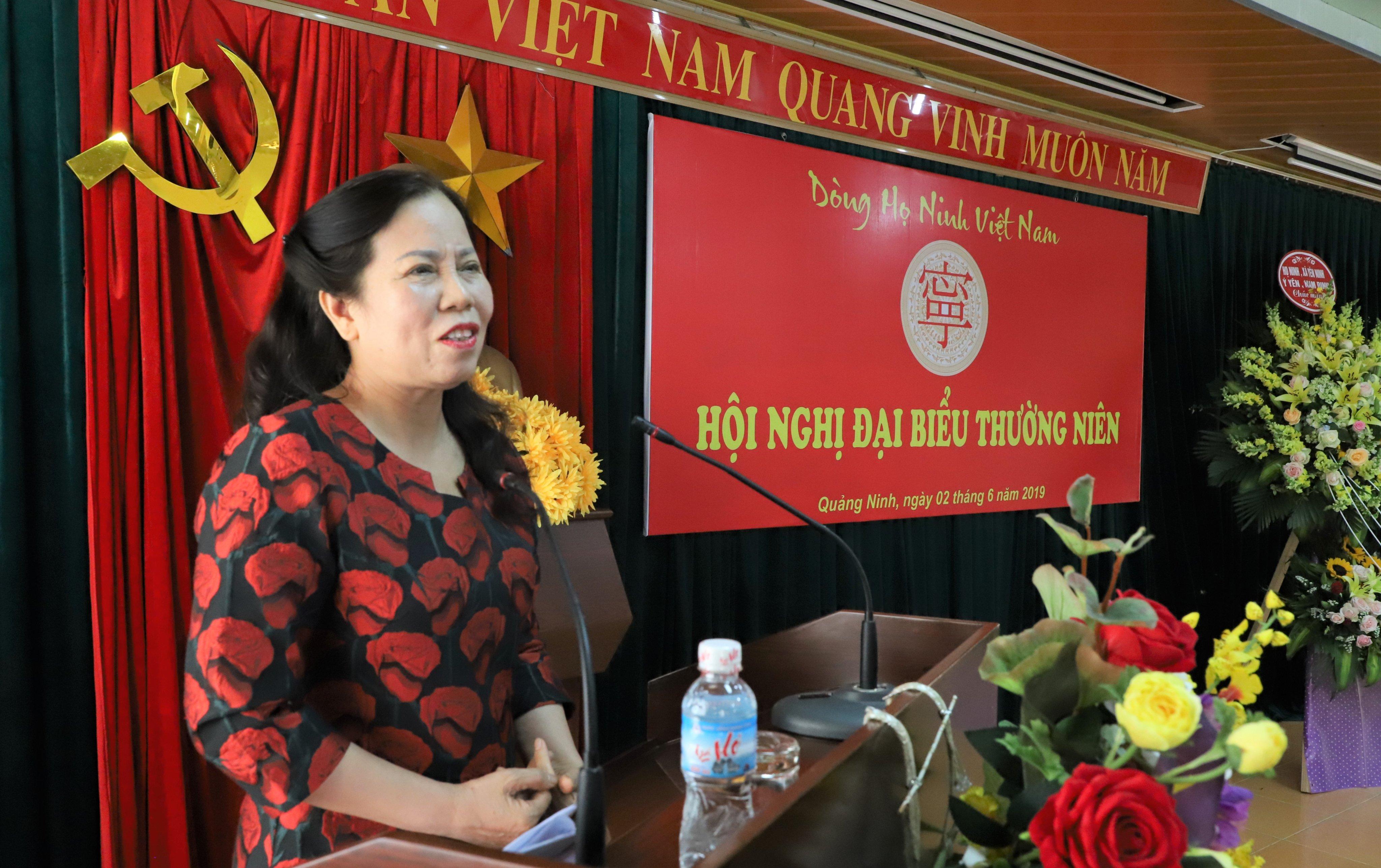 Anh hùng lao động Ninh Thị Ty, phát biểu tham luận với đại hội